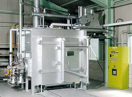 Heat treatment furnace by self-regenerative burners