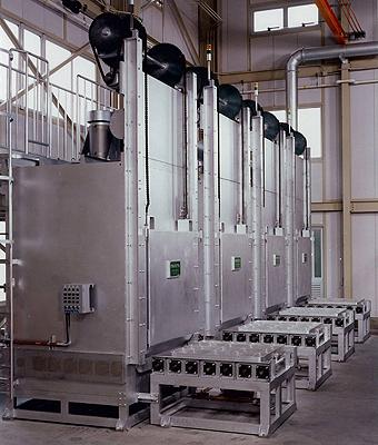 トレー式熱処理炉